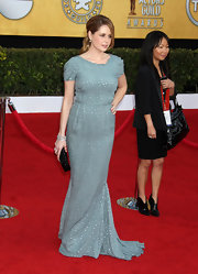 Jenna Fischer complemented her minty gown with a black beaded clutch.