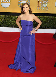 Mariska wore a bold purple in a crisp taffeta gown at the SAG Awards.