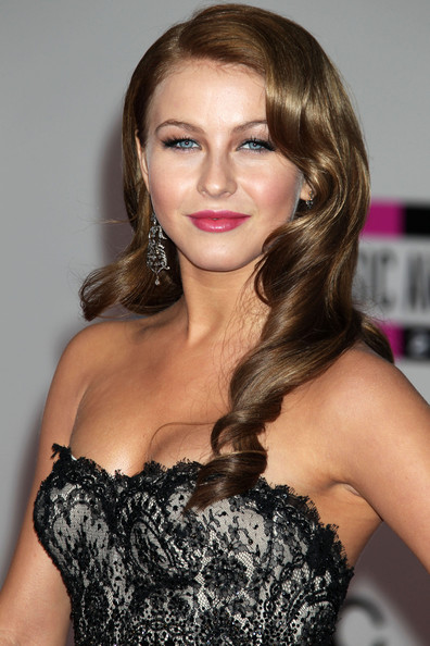 More Pics of Julianne Hough Retro Hairstyle (1 of 4) - Long Hairstyles Lookbook - StyleBistro []