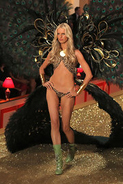 Karolina Kurkova rocks the runway in animal print lingerie.