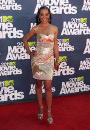 Shaun Robinson dazzled at the 2011 MTV Movie Awards in a pair of metallic gold platform sandals with crisscrossing ankle straps.