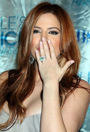 Khloe opted for a soft touch of nail polish at the People's Choice Awards.