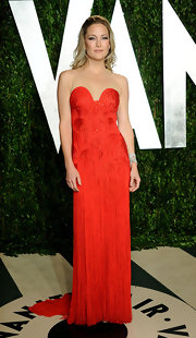 Kate Hudson looked red hot at the 2012 Vanity Fair Oscar party in a strapless red tasseled gown.