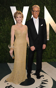 Jane Fonda held court at the Vanity Fair party in a slinky nude gown shot with tiny gold beads. Fonda paired the dress and its funky feathered sleeves with a diamond and gold necklace.