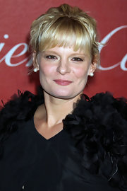 Martha Plimpton paired her French twist with classic pearl earrings.