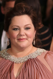 Melissa McCarthy attended the 2012 Academy Awards wearing a pair of chandelier earrings featuring pear-shape white diamonds set in platinum and accented with pink diamonds pave set in rose gold.
