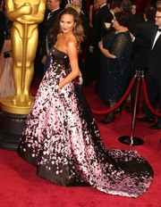 Chrissy Teigen exuded femininity in a strapless black gown with a floral pink motif at the 2014 Academy Awards.