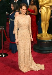 Sarah Paulson donned a nude belted long-sleeve gown for the 2014 Academy Awards.