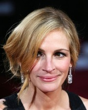 Julia Roberts showed off her freshly dyed blonde locks with this sweeping updo.