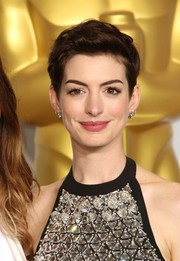 Anne Hathaway showed us just how versatile a pixie cut can be. Her teased chop looked edgy and cool on the Oscars red carpet.