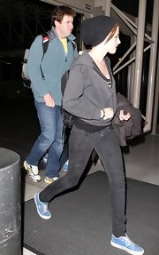 Kristen tucked her tresses into a black knitted beanie.