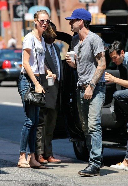 More Pics of Behati Prinsloo Skinny Jeans (1 of 18) - Skinny Jeans Lookbook - StyleBistro