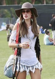 Alessandra had a '70s vibe at the Coachella music festival in this floppy hat.