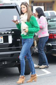 For a casual trip to Caffe Luxxe, Alessandra Ambrosio wore super-skinny jeans.