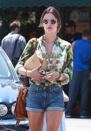 Alessandra Ambrosio grabbed lunch at Whole Foods wearing a modernized pair of cateye sunnies by Quay Australia.