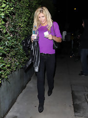 Torrie Wilson kept things basic in belted black straight leg jeans and matching boots.