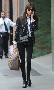 Alexa Chung kept her look chic and sophisticated with a pair of dark jeans.