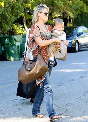 Ali Larter matched her relaxed earthy style with a tan leather bag.