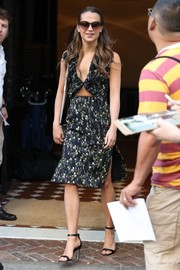 Alicia Vikander chose simple strappy sandals to pair with her dress.