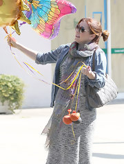 Alyson Hannigan looked like she might take flight with balloons in one hand and a gray chain strap purse slung over her shoulder.