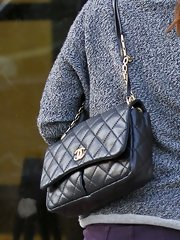 Alyson Hannigan may have had a casual day out with her daughter, but the star still toted this fancy, quilted leather bag.