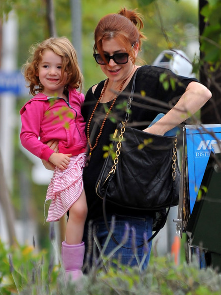 More Pics of Alyson Hannigan Rectangular Sunglasses (4 of 23) - Alyson Hannigan Lookbook - StyleBistro