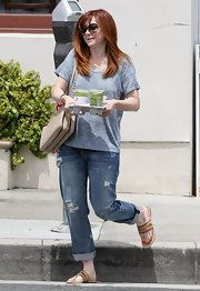 Alyson's cuffed boyfriend jeans were a sporty and cool choice for the actress.