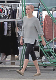 Amanda Seyfried was spotted on the 'Lovelace' set in an oversize gray sweater with relaxed cuffed sleeves and a split hem.