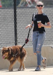 Amanda Seyfried look rugged in a black tee and ripped jeans while walking her dog.