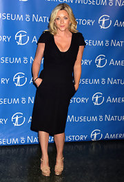 Jane Krakowski looked chic and elegant in a LBD. She topped off her look with nude T-strap platform sandals.