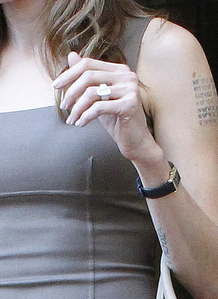 Angelina Jolie Engagement Ring Angelina Jolie Looks