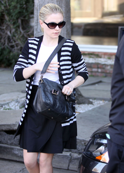 More Pics of Anna Paquin Leather Messenger Bag (1 of 8) - Anna Paquin Lookbook - StyleBistro