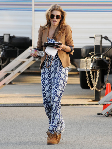 More Pics of AnnaLynne McCord Sheepskin Boots (1 of 7) - AnnaLynne McCord Lookbook - StyleBistro