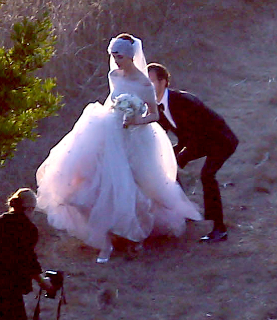 Anne Hathaway Wedding Gown: More Pics Of Anne Hathaway Wedding Dress (6 Of 52