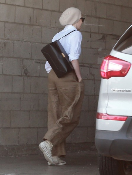 Anne Hathaway Heads to a Meeting in Hollywood