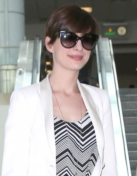 More Pics of Anne Hathaway Slacks (4 of 5) - Anne Hathaway Lookbook - StyleBistro