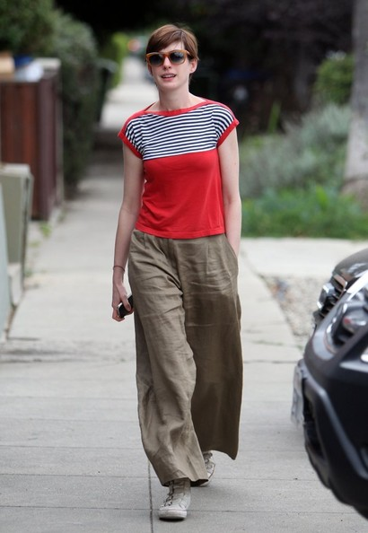 More Pics of Anne Hathaway Print Blouse (2 of 26) - Anne Hathaway Lookbook - StyleBistro