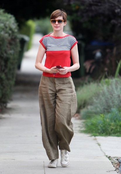 More Pics of Anne Hathaway Print Blouse (4 of 26) - Anne Hathaway Lookbook - StyleBistro