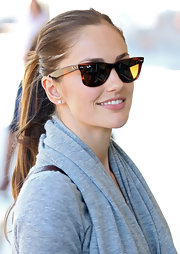 While shopping in Sydney, Minka Kelly wore her long hair in a casual classic ponytail.