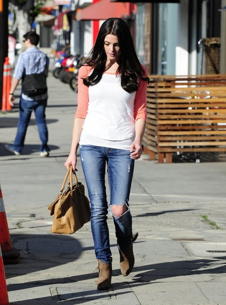 Ashley Greene Grabs Lunch With Friends