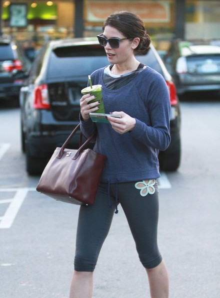 Ashley Greene Stops For A Smoothie