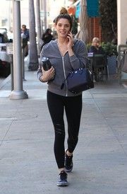 Ashley Greene sealed off her gym getup with a pair of two-tone Nike crosstrainers.