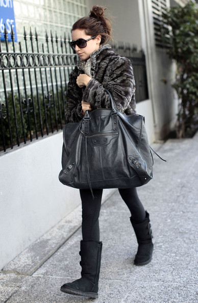 More Pics of Ashley Tisdale Oversized Tote  (2 of 15) - Ashley Tisdale Lookbook - StyleBistro