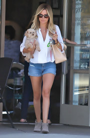 Ashley donned a pair of classic denim cutoffs for her trip to the nail salon with her pup.