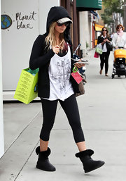 Ashley Tisdale flaunted her form in a pair of cropped black leggings.
