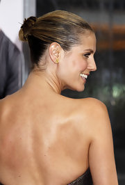 Heidi went super classy for this red carpet event. She looks stunning with her hair pulled back in a sleek bun.
