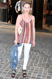 Samantha Mathis was spotted at a screening of 'Beginners' in summery black leather sandals with wooden wedges.