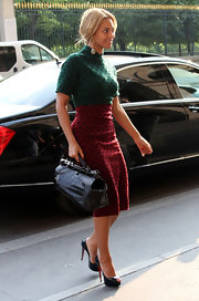 Beyonce teamed her ladylike dotted attire with a structured black crocodile Top Handle bag.
