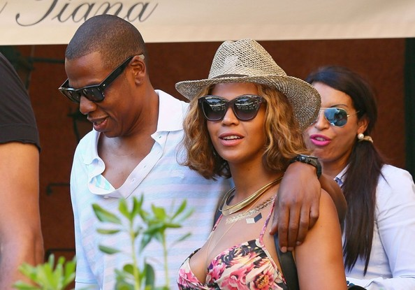 More Pics of Beyonce Knowles Cateye Sunglasses (23 of 44) - Beyonce Knowles Lookbook - StyleBistro []