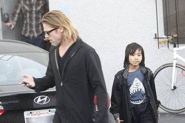 Brad Pitt Maddox Jolie-pitt Brad Pitt And Son Maddox Leaving Guitar Center
